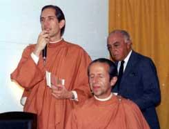 Bro. Bimalananda e Bro. Bhavananda juntamente com o Dr. Lara